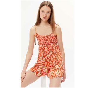 NWOT URBAN OUTFITTERS Mae Tie Daisy Romper Small